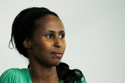STERK STEMME: Som samfunnsdebattant engasjerer Kadra Yusuf seg i temaer som kvinneundertrykking i innvandrermiljøer, og ungdom som sendes ut av landet av sine egne foreldre. Det kommer hun til Drammen for å snakke om.