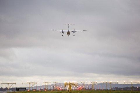 LANDING: Fly på vei inn for landing på Oslo lufthavn.