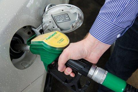 Fyller du feil drivstoff på bilen kan det koste deg opptil 100.000 kroner.