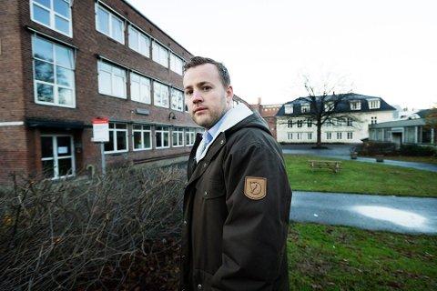 Frp-politiker Lavrans Kierulf reagerer sterkt på det som kommer frem i mobbesaken Drammens Tidende publiserte søndag: - Det er grusomt når det blir slik som i denne saken, sier han.