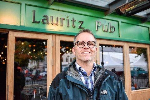 GØY: Pub er gøy og øl er spennende sier Tore Dybdal om hvorfor han er engasjert i Lauritz pub og Kings Arms pub.