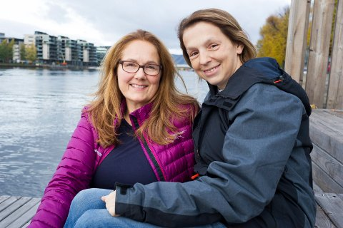 DEBUTANT Heidi Auensen (rød jakke) fra Nesbygda har skrevet boken «Jenta med den grønne skjorta» om Arisa Plecan.