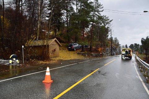 FLOM: Storsandveien i Hurum er stengt i et felt pga flom.