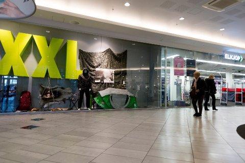 26. oktober var to butikker på Gulskogen stengt i åtte timer på grunn av setningsskader. Nå stenger 13 butikker på grunn av nye bevegelser i grunnen.
