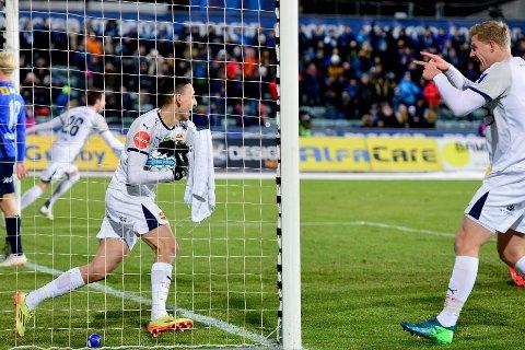 SNART I GANG:  Mustafa Abdellaoue (t.v.) og Godset spiller første treningskamp 1. februar. Til høyre: Lars Sætra.