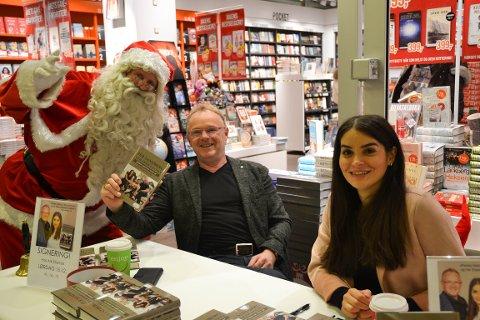 NISSEN STAKK INNOM: Nissen kunne røpe at han hadde planer om om å kjøpe Sandberg og Letnes bok og kose seg med den foran peisene, men bortsett fra nissen var det kun én person som kjøpte boken på Ark Strømsø lørdag. Han ønsket ikke navnet sitt i avisen.