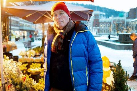 SLUTTER: Etter nyttår gir Odd Eriksen opp. Da er det slutt med blomsterhandel på Bragernes torg fra de to bodene Solstad Blomster & Gartneri leier av Drammen kommune.