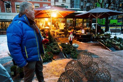 SLUTTER: Odd Eriksen vil gi seg som blomsterhandler på Bragernes torg. han fortviler over kommunen. Støtten fra leserne er stor.