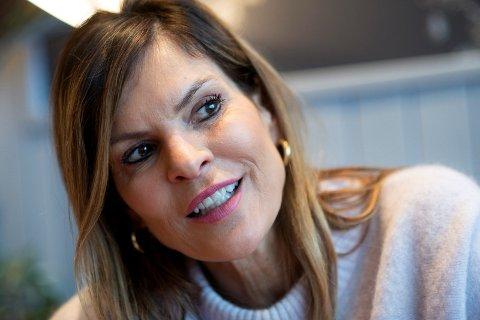 SENTERLEDER: Elisabeth Lohk, senterleder ved Gulskogen Senter, har funnet hvem som skal fikse problemene med setningsskader.