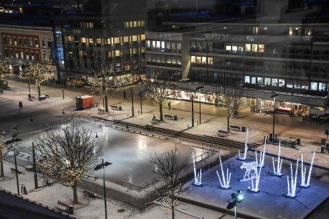 POPULÆR: Torgisen er en attraksjon i sentrum.  Byen Vår Drammen understreker at isen er spesielt viktig i år, siden byen får julemarked for første gang.