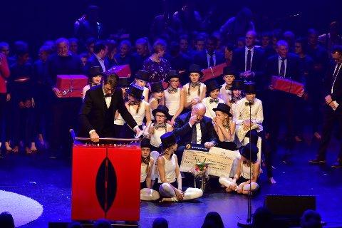 Rørt: En rørt Robert Ege fra Reistad IL ble Årets ildsjel. Han vant en vaffelkarusell til klubben sin. Den har  kapasitet til å lage 150 vafler i timen.