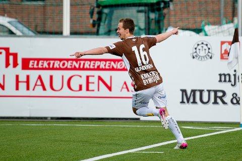 Mads Gundersen scoret tre mål i treningskampen mot Fram Larvik på Isachsen Stadion lørdag.