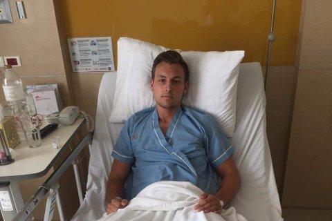 PÅ SYKEHUS: Einar Ask Røed med punktert lunge på Krabi internasjonale sykehus. Hvis kniven hadde truffet noen centimeter til siden kunne utfallet blitt verst tenkelig.