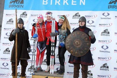TOPP TRE: Anniken Sand (t.v.), Sjåstad/Vestre Lier (2. plass), Mina Sofie Kjærås Moland, Andebu (1. plass), og An-Magritt Rønning, Vikersund (3. plass) tok pallplasseringene i Ungdomsbirken jenter 14 år.