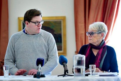 """HELT ENIGE FOR ET ÅR SIDEN: I mars i fjor kalte gruppelederne i Høyre og Ap, Tove Paule og Eivind Knudsen, inn til pressekonferanse. Det hadde funnet sammen om en løsning for Buskerudbypakke 2, og """"tatt ansvar"""", som de sa. Nå har Høyre ombestemt seg, uten at Paule har vært involvert i det hele tatt."""