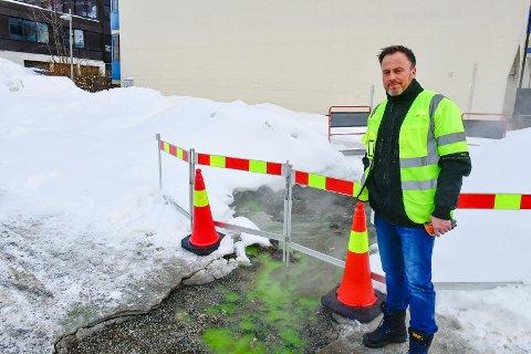 GRØNT: Markedssjef Anders Dalheim forsikrer om at det grønne fargestoffet er helt ufarlig.