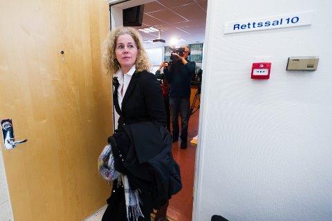 FULL SEIER OG LITT TIL: Aktor Anne Christine Stoltz Wennersten forlater rettssalen etter at Drammen tingrett avsa dommen, som er mye strengere enn aktors påstand.