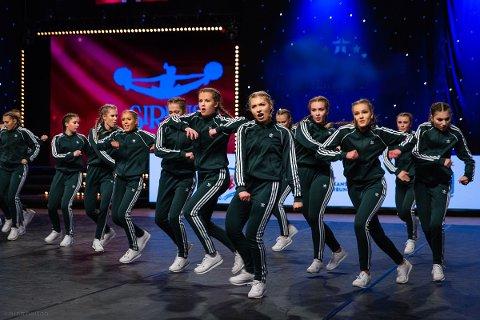 HIP HOP: Drammens største og Norges beste cheer performance hip hop jr. Crew - «Ground Breakers» lærer barna spennende moves på Union.