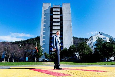 DØD: Nils Fredrik Wisløff er død, 69 år gammel. Helt fram til 2018 var han administrerende direktør i Vestre Viken. Før det var han rådmann i Drammen i ni år.