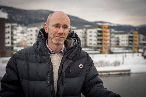 SKEPTISK: Leder for Utdanningsforbundet i Drammen, Christian Evenshaug, er skeptisk til at sommerskolen skal ta igjen noe av det tapte etter koronapandemien. Har reagerer på at politikere i Drammen går ut og sier at det er mulig.
