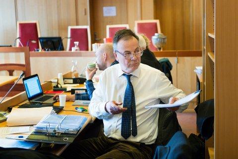 FORSVARER: Advokat Svein Duesund mener tiltalte må frifinnes, fordi han betalte for arkitektarbeid og ikke godkjenning av byggesøknad.