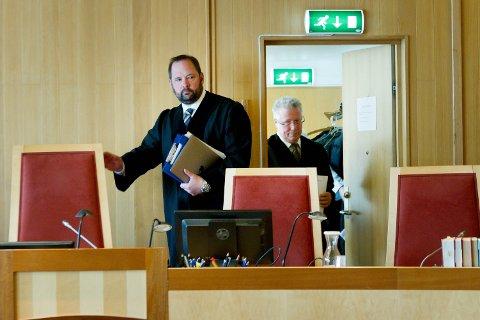 KLAR RETTSBELÆRING: Lagdommer Halvor Aas sendte med juryen noen klare meldinger inn i rådslagningsrommet.