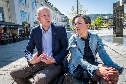 166 MILLIONER: Statssekretær Anders B. Werp hadde onsdag med 166 millioner kroner til Buskerudbyen, noe nestleder i ATM-utvalget i Buskerudbyen, Liers ordfører Gunn Cecilie Ringdal, var svært lettet over å få.