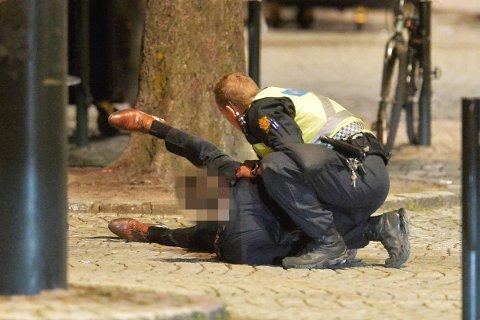 En mann ble lagt i bakken og arrestert, etter at han nektet å høre på onkel politi i natt.