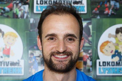 Treneren for Team SIF, Vitor Gazimba.