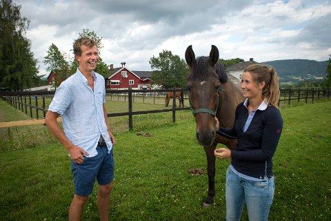 GIFTEKLARE: Rebekka Lie Andersen og Jan Auen Hafsjold skal gifte seg. Selskapet holds på Grette gård i Lier. Bildet er tatt ved en tidligere anledning.