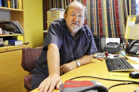 REAGERER: Hans Kristian Sveaas er fastlege og varaordfører (H) i Øvre Eiker kommune. Han mener at fastlegeordningen utvikler seg i en retning som har negative konsekvenser for pasientene. Nå ber han helseministeren ta grep.