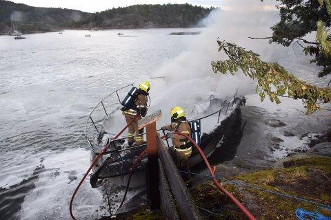 Slik ser båten ut etter brannen.