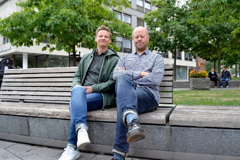 Thomas Innstø (t.v.) og Jon Christian Thomassen, karene bak Frukt & Grønt, dro i gang sin egen minifestival på Strømsø Torg i 2018. Grunnet koronaviruset må konsertene under årets festival foregå innendørs, med begrenset antall personer.