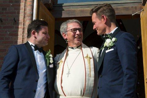 HISTORISK: Mats F. Bjørnstad og André B. Finstad ble historiske da de giftet seg i Bragernes Kirke som det første homofile paret. De ble viet av prost Kjell Ivar Berger.