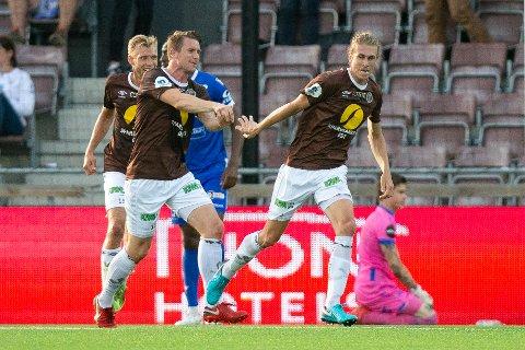 FORNØYD MED QUINT: Kaptein Christian Gauseth (t.v) roser lagkameraten Quint Jansen. Her fra en cupkamp mot Haugesund.