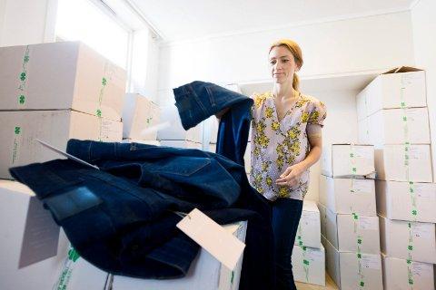 EGENDESIGNEDE JEANS:  Gründer og eier av Momento Jeans AS, Karianne Lamm-Kittelsen har designet og startet eget jeansmerke for kvinner. Nå har hun snart 5.000 par på lager, klart til salg.