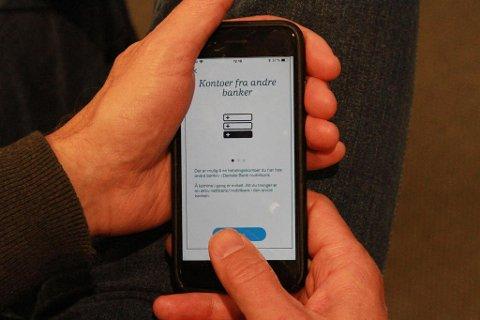 NY TJENESTE: Danske Bank åpner nå for at du kan koble opp kontoen din hos andre banker i mobilbanken deres. Foto: Halvor Ripegutu