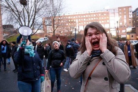 Innvandringsdebatten har lett for å bli polarisert - her fra hylekoret som skrek på Sylvi Listhaug.