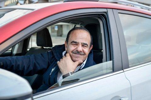 Ehsan Jamal Reza har jobbet i drosjenæringen i 14 år, men har fortsatt ikke opplevd rasistiske kunder.