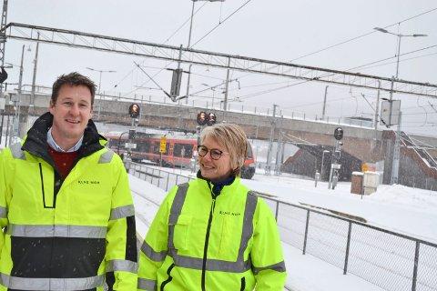 Redusert på Drammen stasjon: - Når vi bygger om Drammen stasjon vil kapasiteten bli redusert. Tog kan bli innstilt eller henvist til andre stasjoner som f.eks. Brakerøya, sier prosjektleder Bane Nor Hanne Anette Stormo, leder kontrakter og anskaffelser Eirik Harding Hansen.