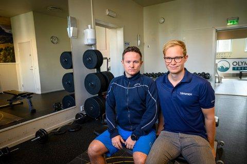 MÅ TAS GREP: David Aronsen (f.v.) og Simen Rygh ved Trimmen i Drammen synes det er urovekkende mange idrettsskader blant barn og unge. Her i lokalet til Olympus Trening, som ligger i samme bygg som Trimmen.