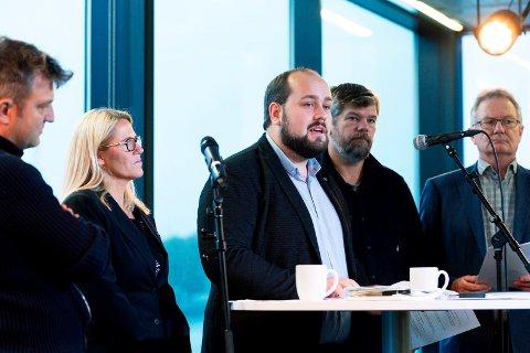Etter valget var alt bare velstand for de rødgrønne. Nå vil Ståle Sørensen (nr 2 fra høyre) forhandle om innflytelse. Det avviser Simon Nordanger (i midten).