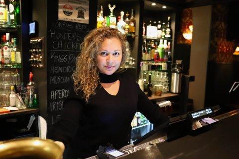 """Bar-ansvarlig Luiciana Soares Rodrigues mener det er viktig å være litt """"poteter""""."""