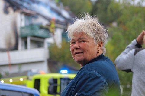 Brit Walvatne så at huset til venninnen brant. Heldigvis gikk det bra med alle.
