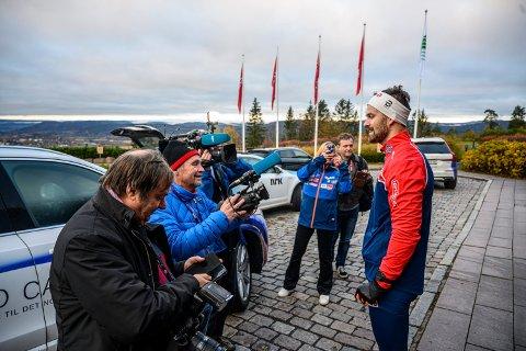 Sondre Turvoll Fossli er tilbake på landslaget etter hjertestansen i august. Det ville mange høre ham snakke om - og Hokksund-karen tok det hele med stor ro.