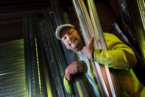 STÅLMANN: Til enhver tid har gründer Stian Viken tyrkisk stål til 1,5 millioner på lageret på godsterminalen i Drammen.