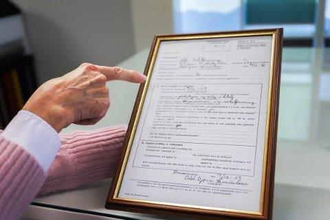INNRAMMET: På kontoret ligger dokumentene fra 50 år siden da Alfa Solskjerming ble stiftet.