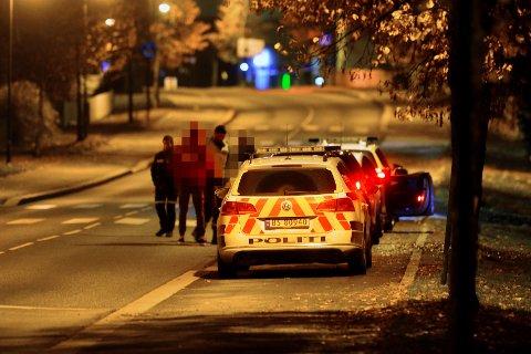 STOPPET: To unge sjåfører, en mann og en kvinne, mistet lappen etter kappkjøring i Rosenkrantzgata i Drammen i natt.
