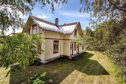 GAMMEL SKOLE: Sønju skole er 132 år gammel - nå er den lagt ut for salg.