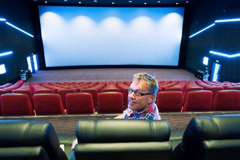 Kinoen blir: Kinosjef Steinar Johansen får vise kino i seks saler i ytterligere tolv år.